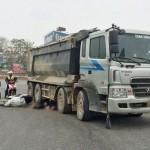 Hà Nội: Một phụ nữ bị cuốn vào gầm xe tải, tử vong tại chỗ