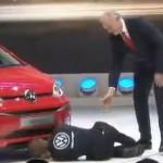 Thợ sửa ô tô giả mạo phá đám Volkswagen trong triển lãm Geneva 2016