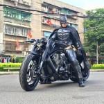 """Xem Người Dơi phiên bản Việt điều khiển mô tô """"khủng"""" trên phố"""